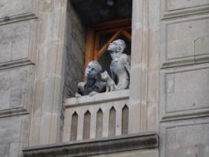 statue in window, statue looking up, girl guy cat statue, balcony statue, old city wall, Baku statue,  statue of children